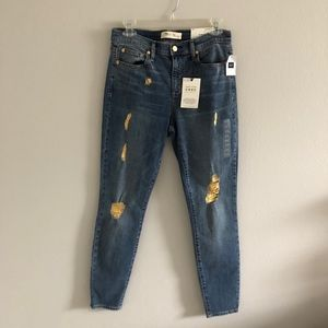 Gap NWT Distressed Jeans